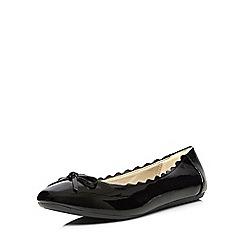 Evans - Extra wide fit black patent scallop ballerina pump