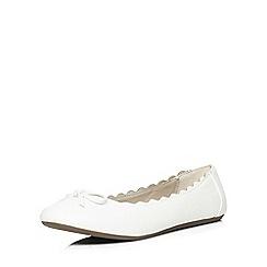 Evans - Extra wide fit white scallop ballerina pump