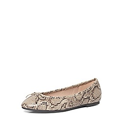 Evans - Extra wide fit nude snake point ballet pumps