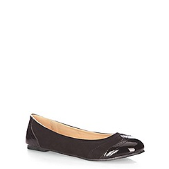 Evans - Extra wide fit black brogue detail pumps