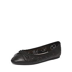 Evans - Extra wide fit black punch out almond toe pumps