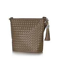 Yumi - Brown woven zip shoulder bag