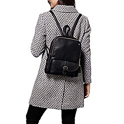 Yumi - Black buckle strap zip backpack