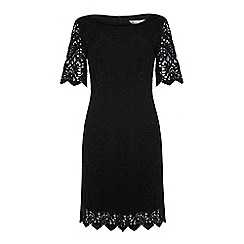 Yumi - Classic lace shift dress