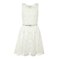 Yumi - White Pretty petal dress