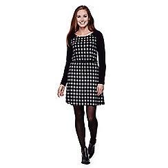 Yumi - Black  Checked Knit Dress With Belt