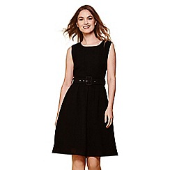 Yumi - Black sleeveless belt dress