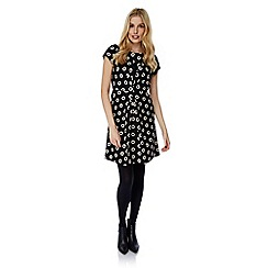 Yumi - Black daisy print ruched fitted dress