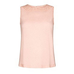 Yumi - Lace collar shell top.