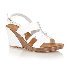 Lotus - White 'Chilivani' open toe sandals