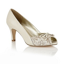 Lotus - Cream 'Nicoletta' open toe shoes