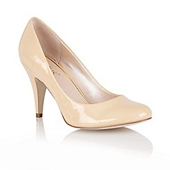 Lotus - Nude shiny 'Melic' court shoes