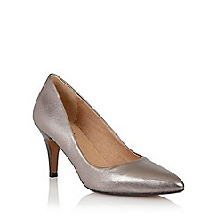 Lotus - Lotus pewter 'Drama' court shoes