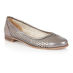 Lotus - Lotus pewter 'Bellana' round toe shoes