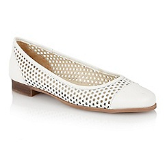 Lotus - Lotus white 'Bellana' round toe shoes
