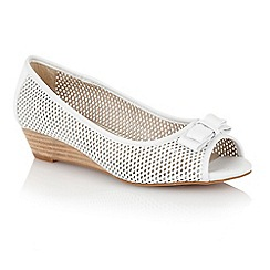 Lotus - Lotus white 'Alyssa' slip on shoes