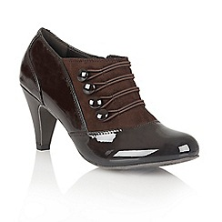 Lotus - Brown shiny 'Kyrene' court shoes