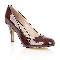 Lotus - Bordeaux shiny 'Izzile' court shoes