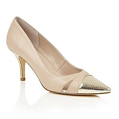 Lotus - Beige gold leather 'Antonia' courts
