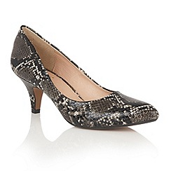 Lotus - Black 'Bakula' animal print courts