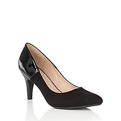 Lotus - Black 'Betulia' pointed toe courts