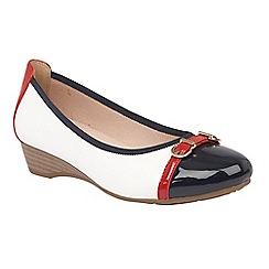 Lotus - White shiny 'Bisera' court shoes
