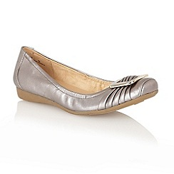 Naturalizer - Pewter 'Vapour' pump shoes