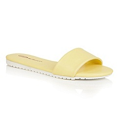 Dolcis - Lemon 'Willa' flat cleated beach sandals