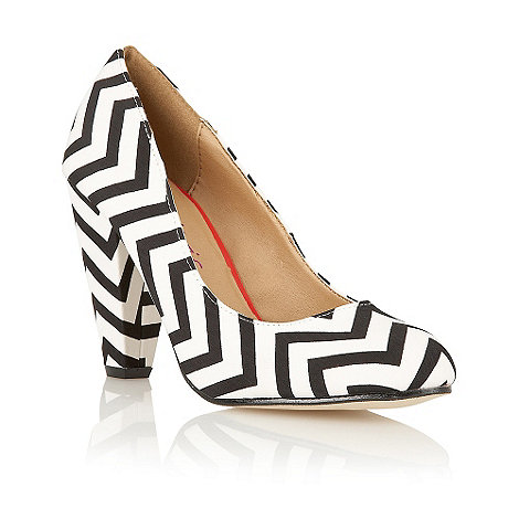 Dolcis - Black zig zag court shoes