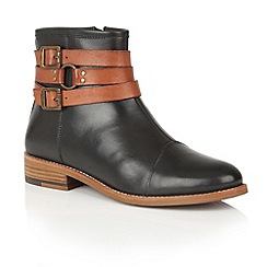 Ravel - Black leather/tan leather 'Roseburg' ankle boots