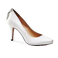 Benjamin Adams - Round toe 'Aurellia' court shoes