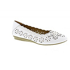 Earth Spirit - White 'Fontana' ladies ballerina pump