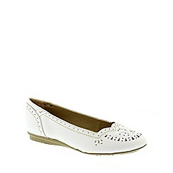 Earth Spirit - White 'San Jose' Women's Ballerina Pumps