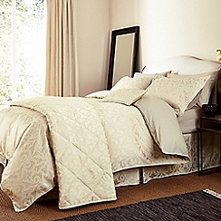 V & A - Light cream 'Moresque' bed linen