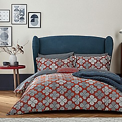 Bedeck 1951 Red Cotton And Polyester Sa 180 Thread Count Oska Duvet Cover