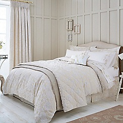 Sanderson - Natural 'Pyramus' bed linen