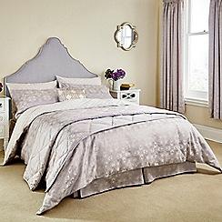 V & A - lilac 'Quatrefoil' bed linen