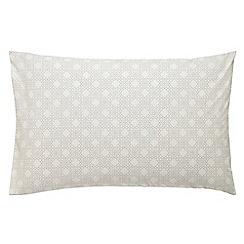 V & A - lilac 'Quatrefoil' standard pillowcase