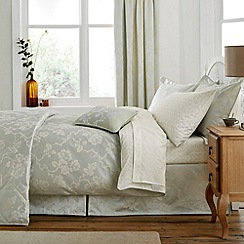V & A - Light green 'Viennese rose' bed linen