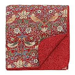 Morris & Co - Red floral 'Strawberry Thief' quilted throw