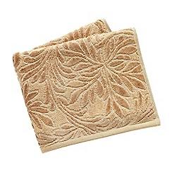V & A - Natural 'Athenian' towels