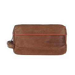 Portobello W11 - Bombay tan 'Dale' leather wash bag