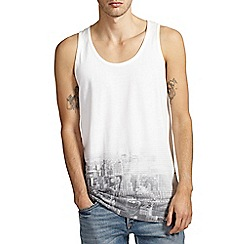Burton - White city hem print vest
