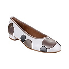 Riva - Taupe/white 'Moosha' leather shoes