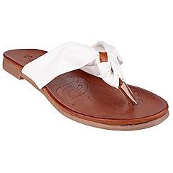 Divaz - White 'Brenta' toe post sandals