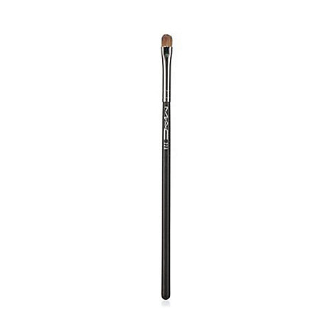MAC Cosmetics - 228 Mini Shader Brush