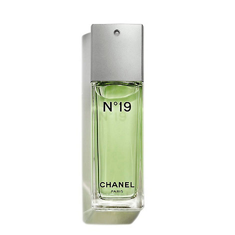 CHANEL - N°19 Eau De Toilette Spray 100ml