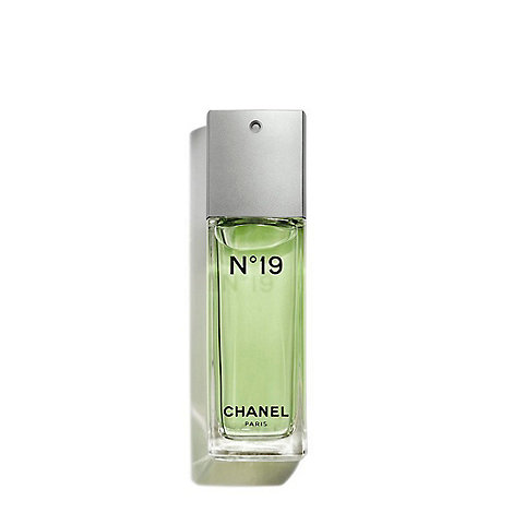 CHANEL - N°19 Eau De Toilette Spray 50ml