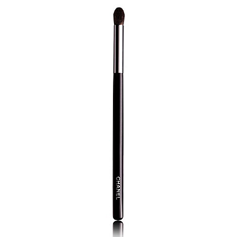 CHANEL - GRAND PINCEAU PAUPIÈRES ROND N 19 Large Tapered Blending Brush