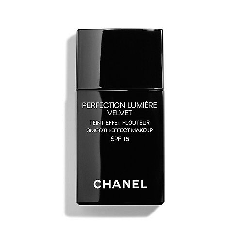 CHANEL - PERFECTION LUMIÈRE VELVET Smooth-Effect Makeup SPF 15